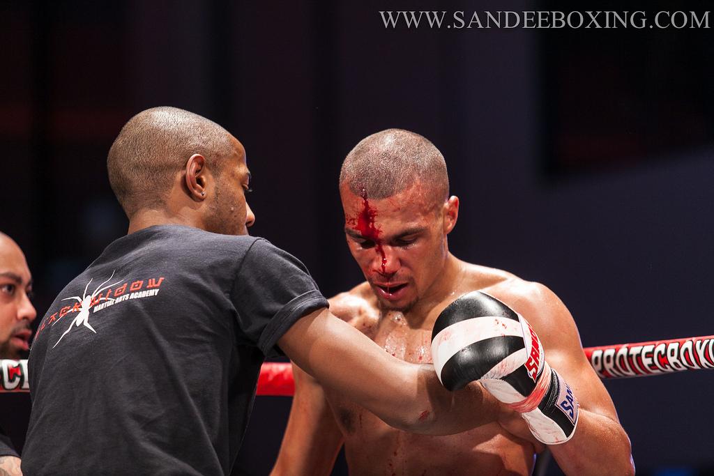 Elbow Cut Muay Thai